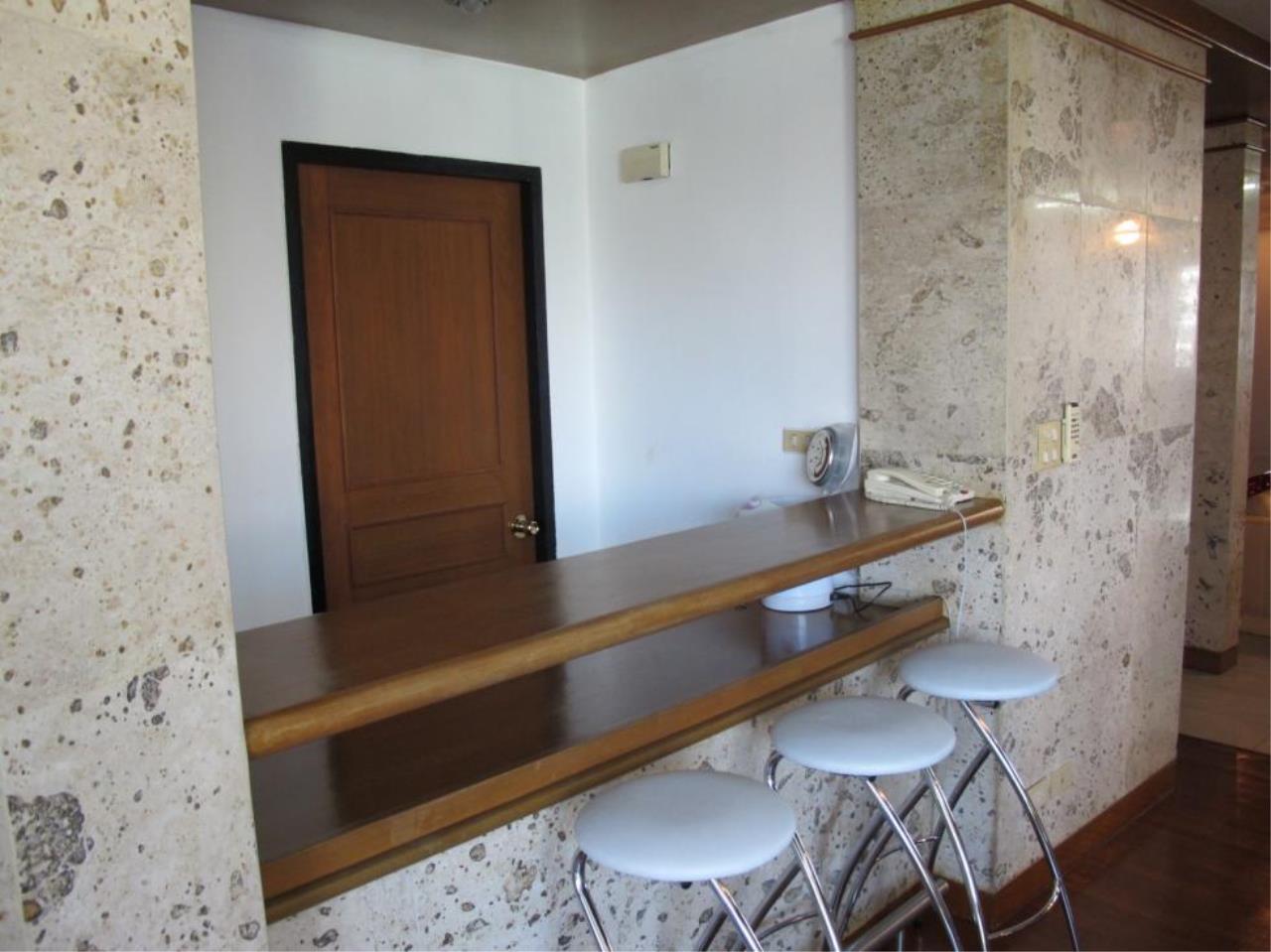 Piri Property Agency's 3 bedrooms  For Rent President Park Condominium 10