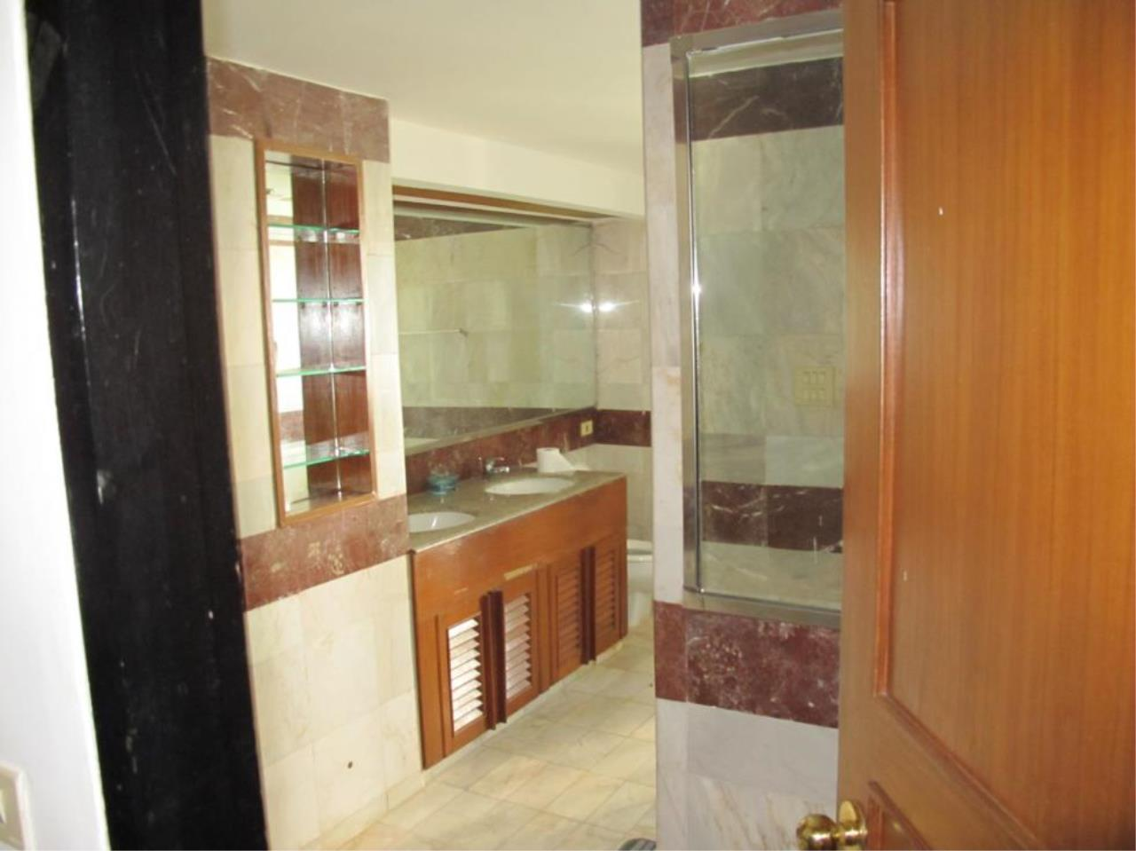 Piri Property Agency's 3 bedrooms  For Rent President Park Condominium 12