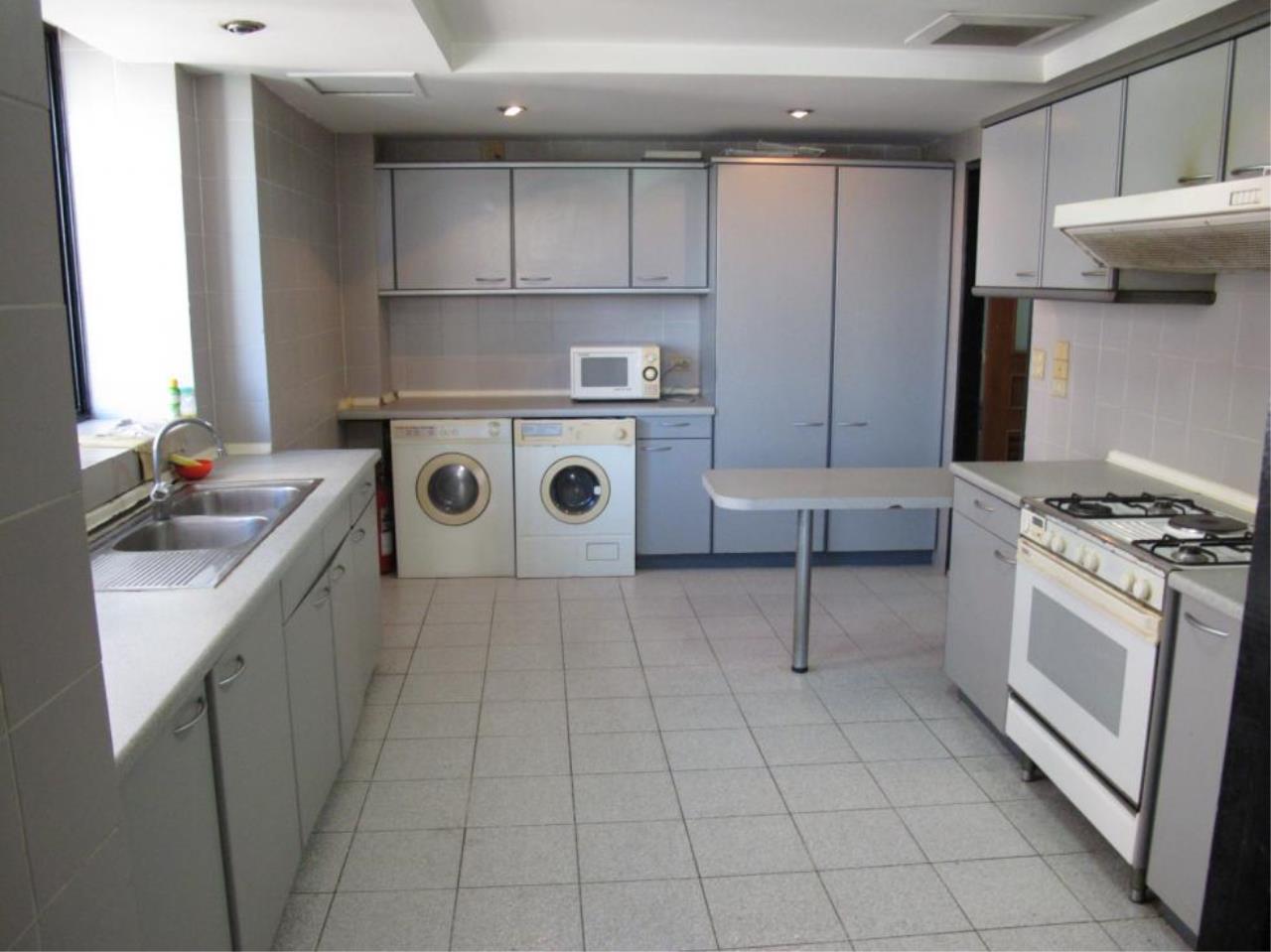 Piri Property Agency's 3 bedrooms  For Rent President Park Condominium 6