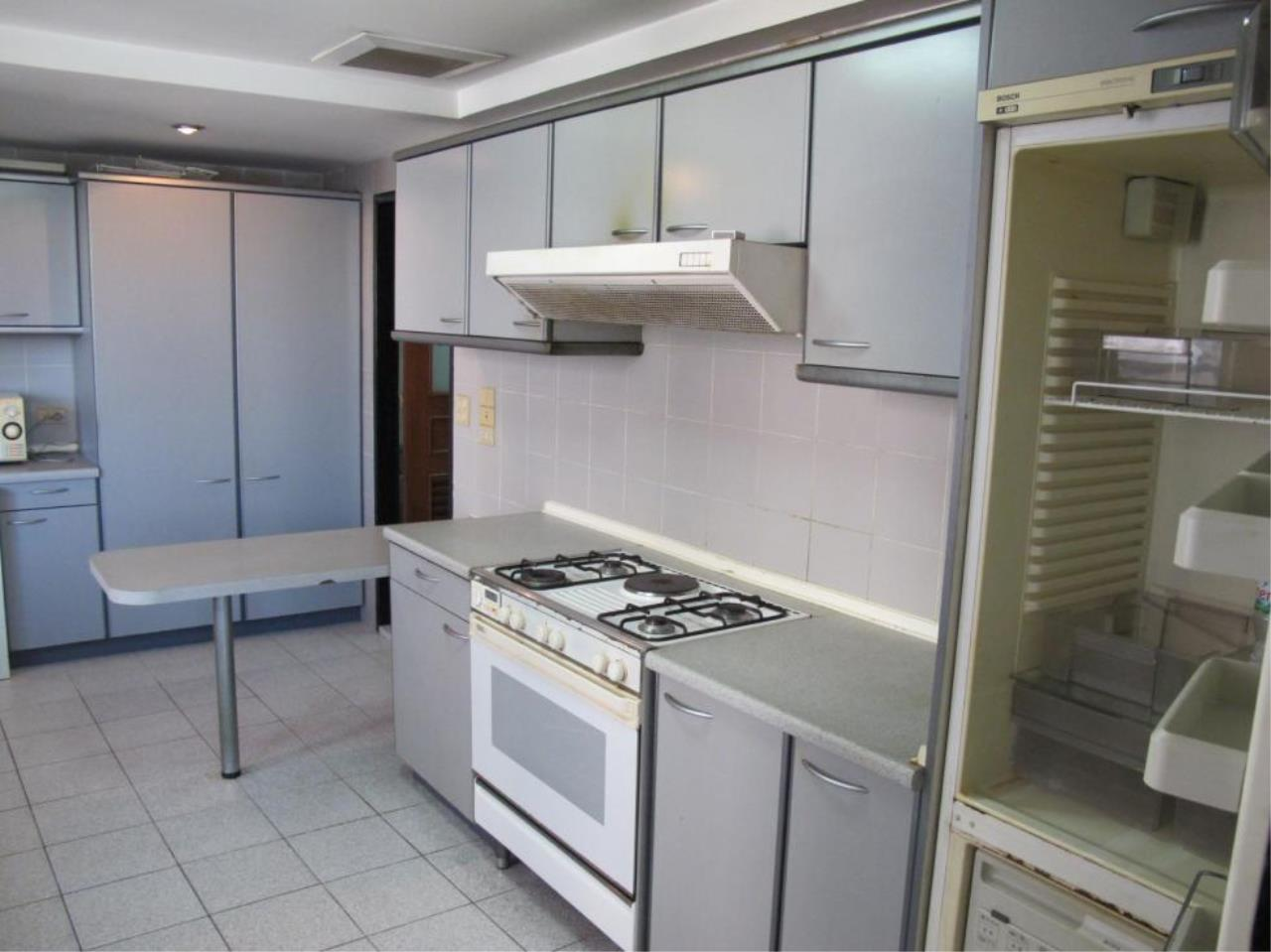 Piri Property Agency's 3 bedrooms  For Rent President Park Condominium 7