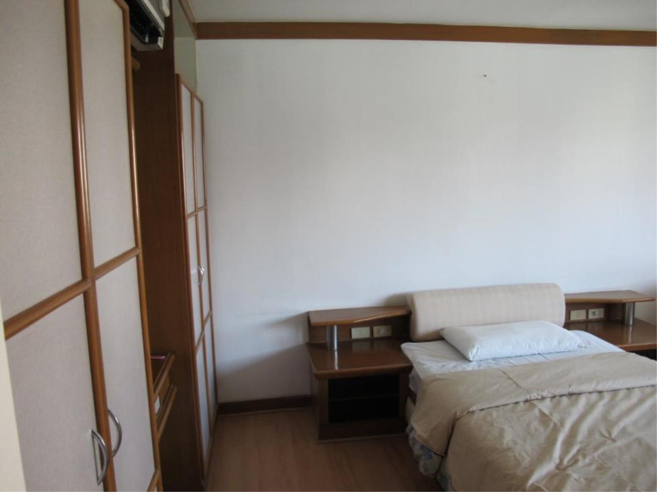 Piri Property Agency's 3 bedrooms  For Rent President Park Condominium 8