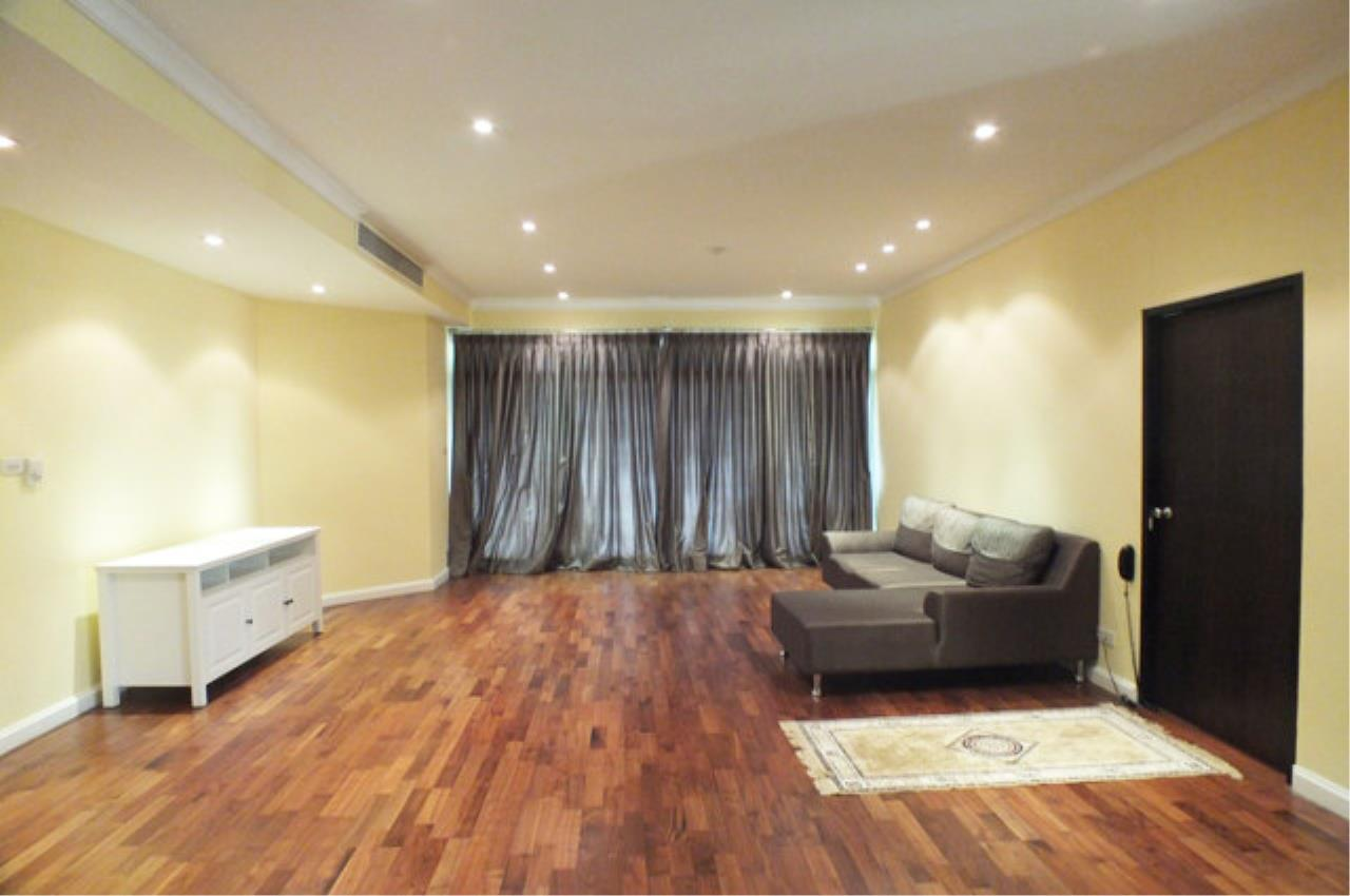 Piri Property Agency's 3 bedrooms  For Rent Cadogan Private Residence 1