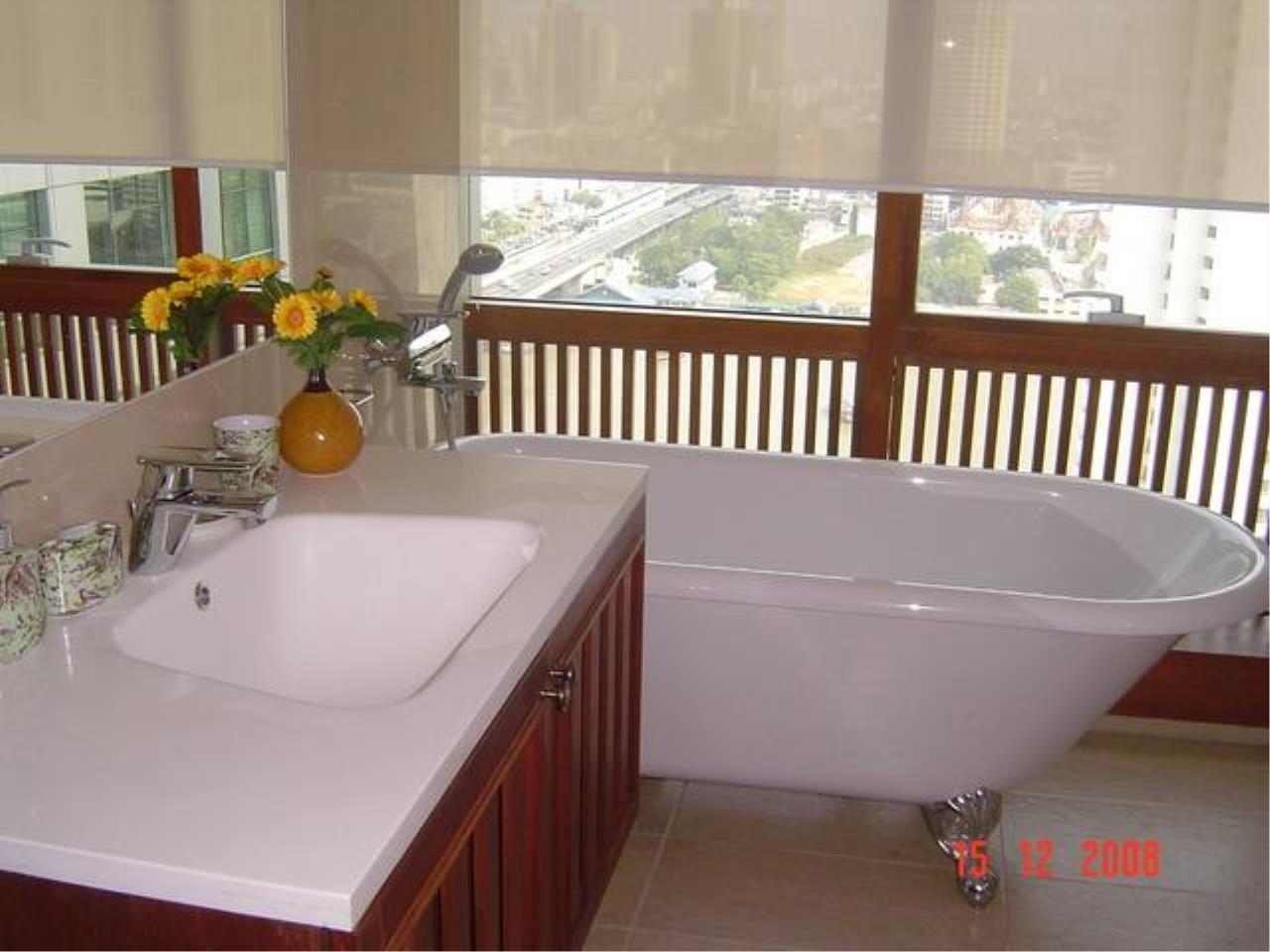 Piri Property Agency's 3 bedrooms  For Rent Baan Sathorn Chaophraya 10