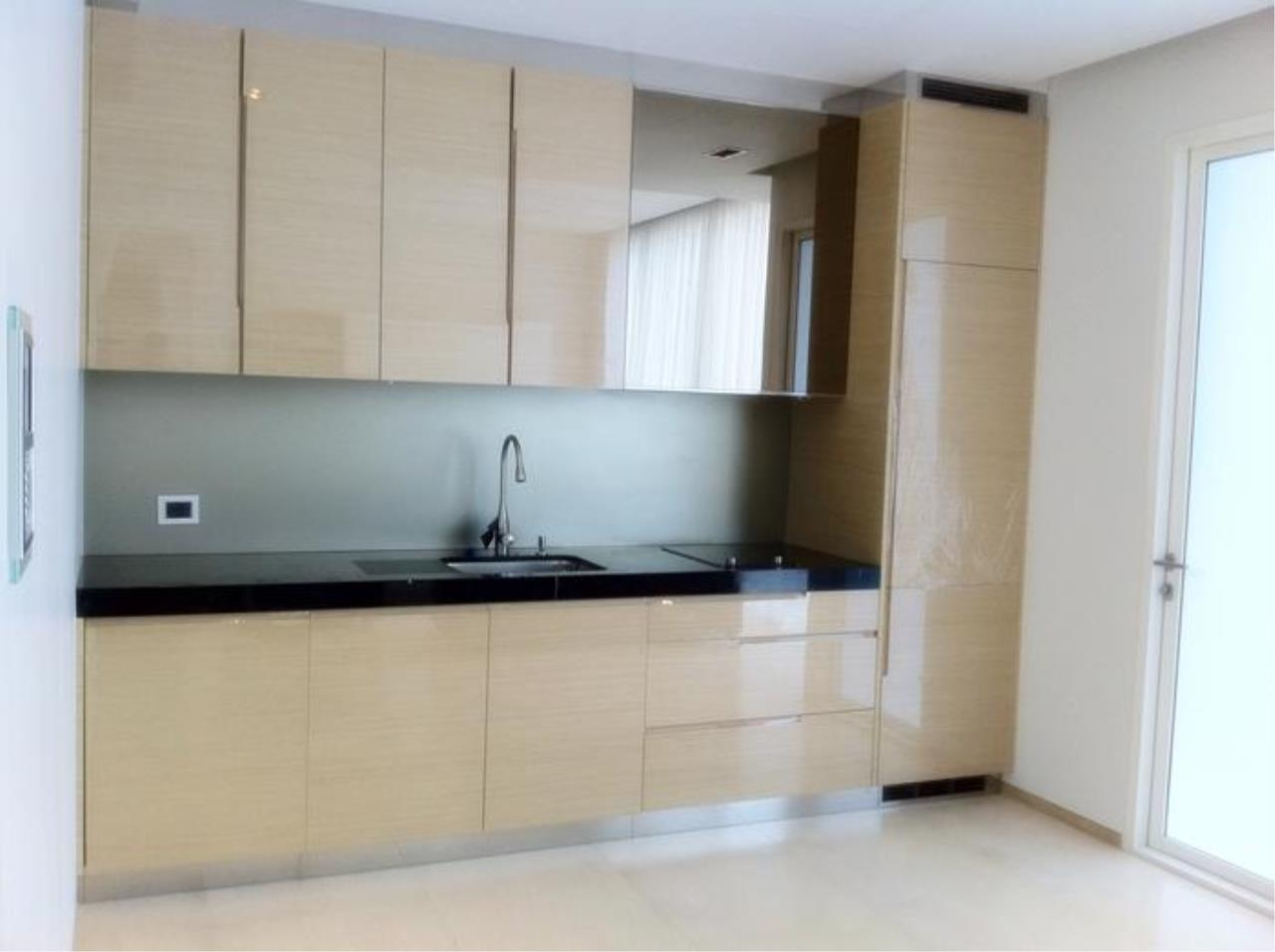 Piri Property Agency's one bedroom  For Rent Saladaeng Residence 3