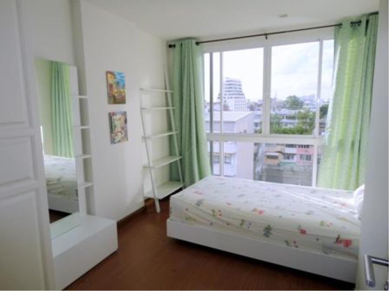 Piri Property Agency's 2 bedrooms  For Rent The Treasure Condo Silom 3