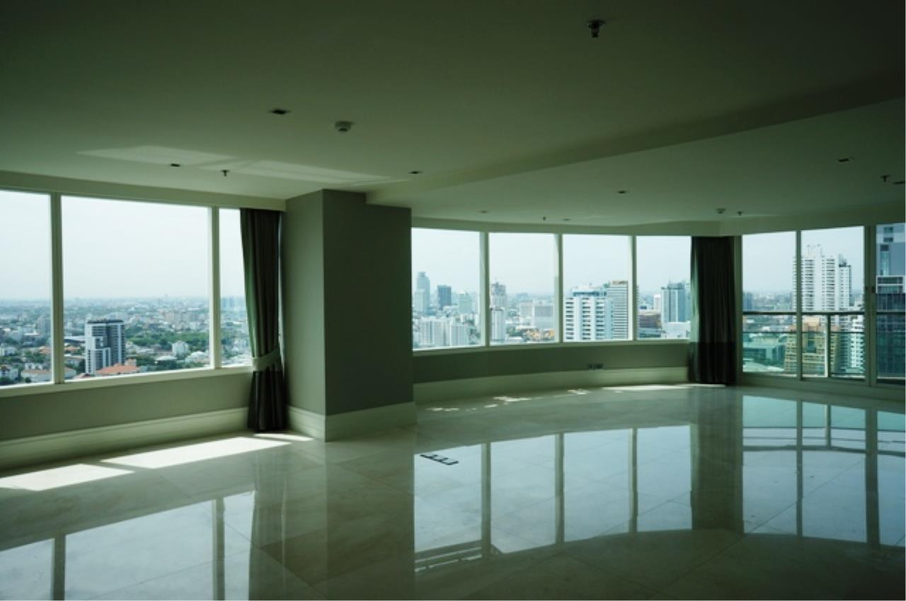 Piri Property Agency's 3 bedrooms  For Rent Eight Thonglor 1