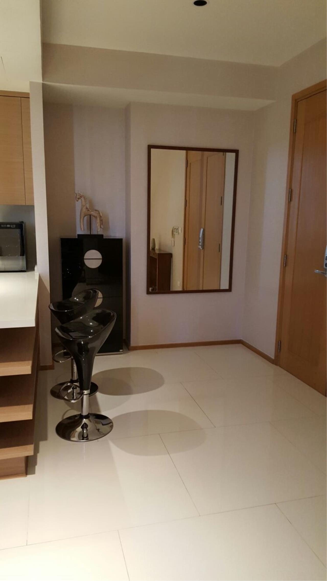 Piri Property Agency's one bedroom  For Rent Emporio Place 4