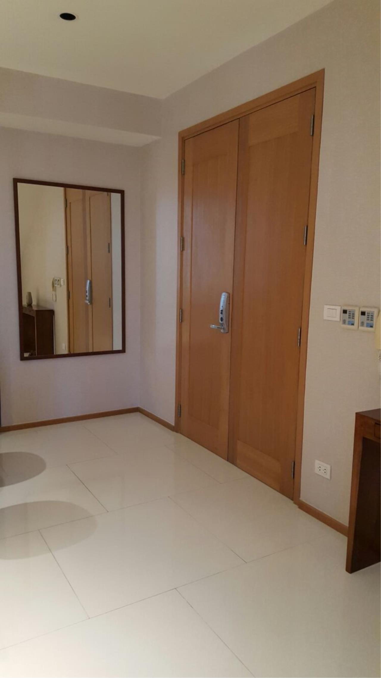 Piri Property Agency's one bedroom  For Rent Emporio Place 6