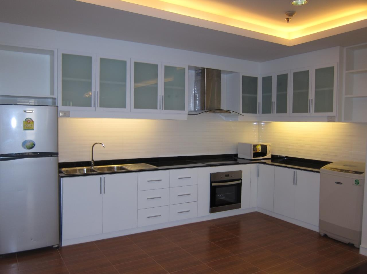 Piri Property Agency's 3 bedrooms  For Rent Baan Suanpetch 7