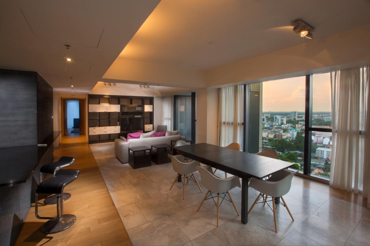 Piri Property Agency's 3 bedrooms  For Rent The Met Sathorn 2