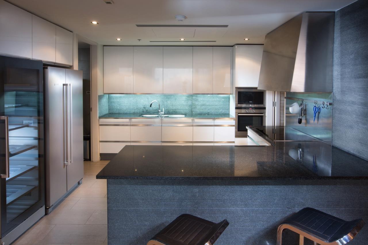 Piri Property Agency's 3 bedrooms  For Rent The Met Sathorn 4