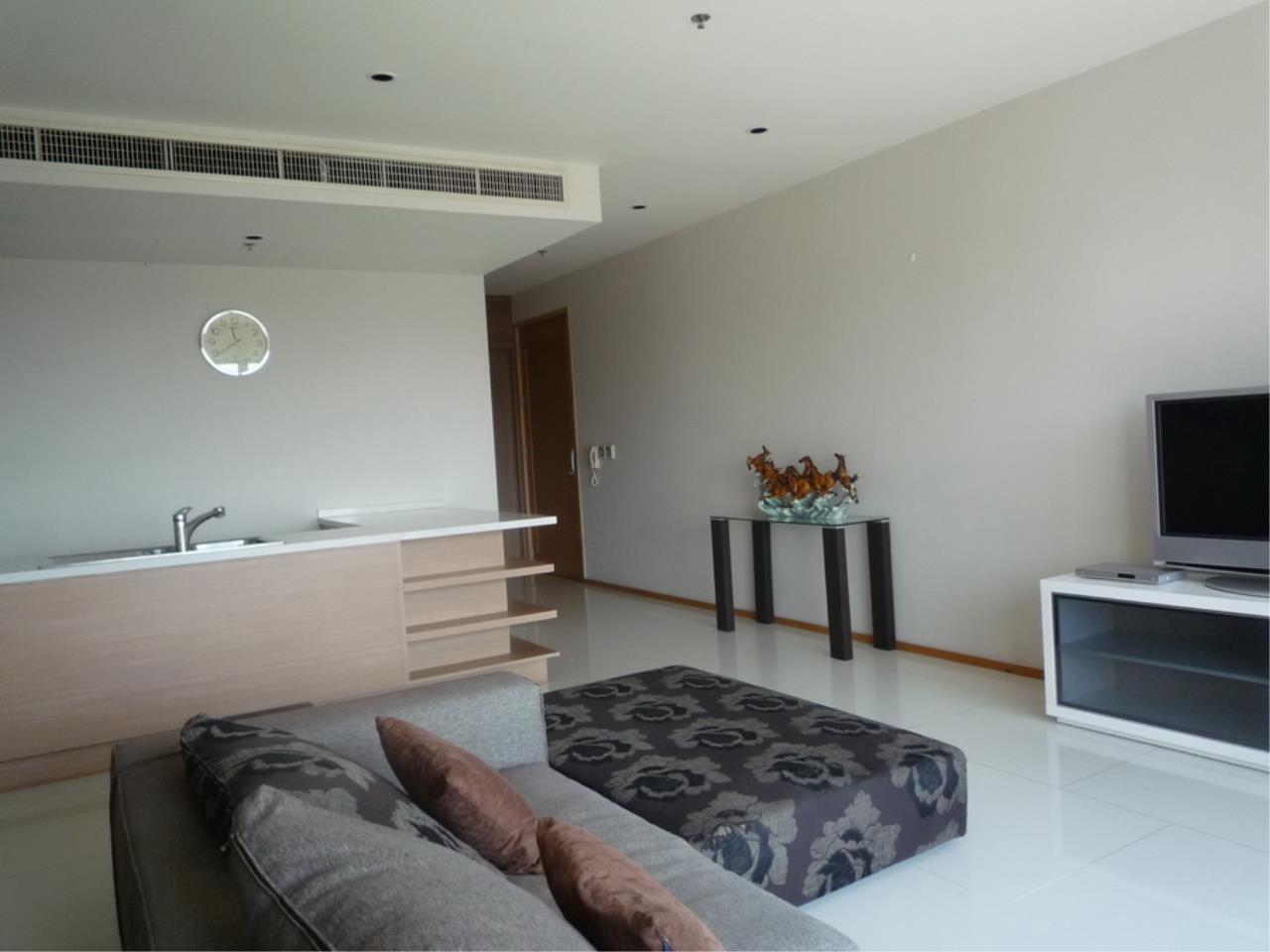 Piri Property Agency's 3 bedrooms Condominium  on 8 floor For Rent 3 4