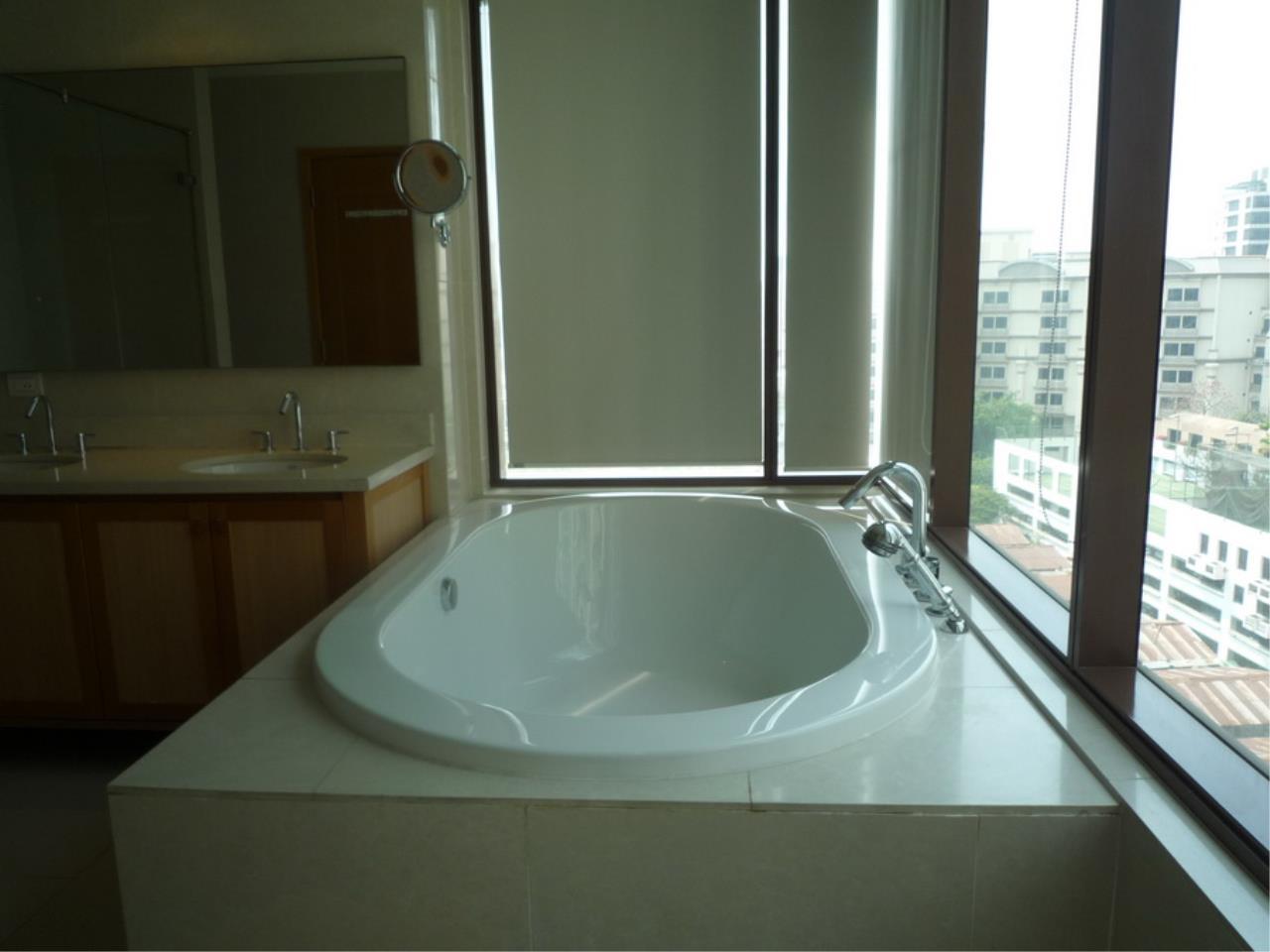 Piri Property Agency's 3 bedrooms Condominium  on 8 floor For Rent 3 16