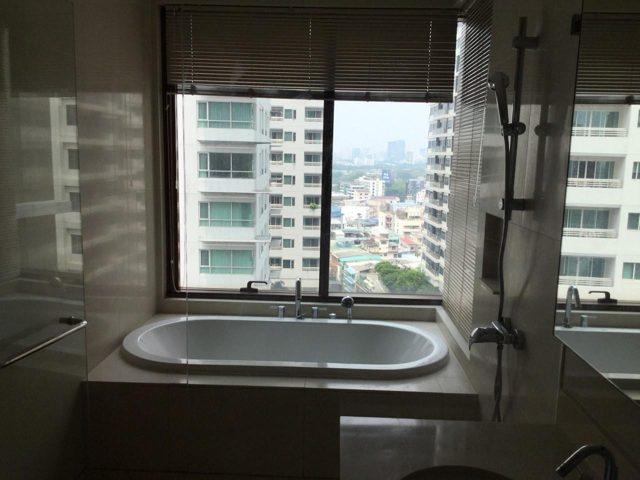 Piri Property Agency's 2 bedrooms Condominium  For Rent 2 8