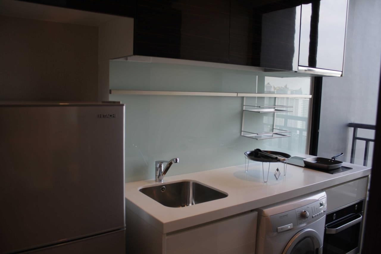 Piri Property Agency's Studio bedrooms Condominium  on 24 floor For Rent Studio 7