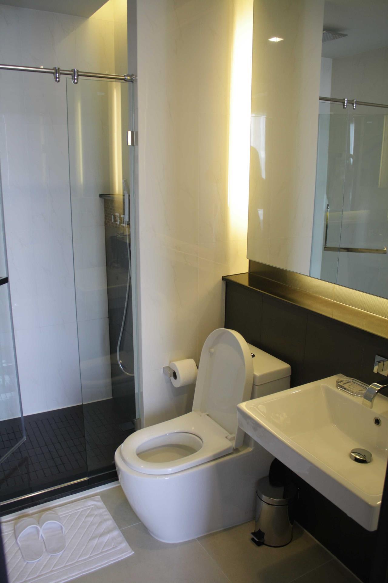 Piri Property Agency's Studio bedrooms Condominium  on 24 floor For Rent Studio 8