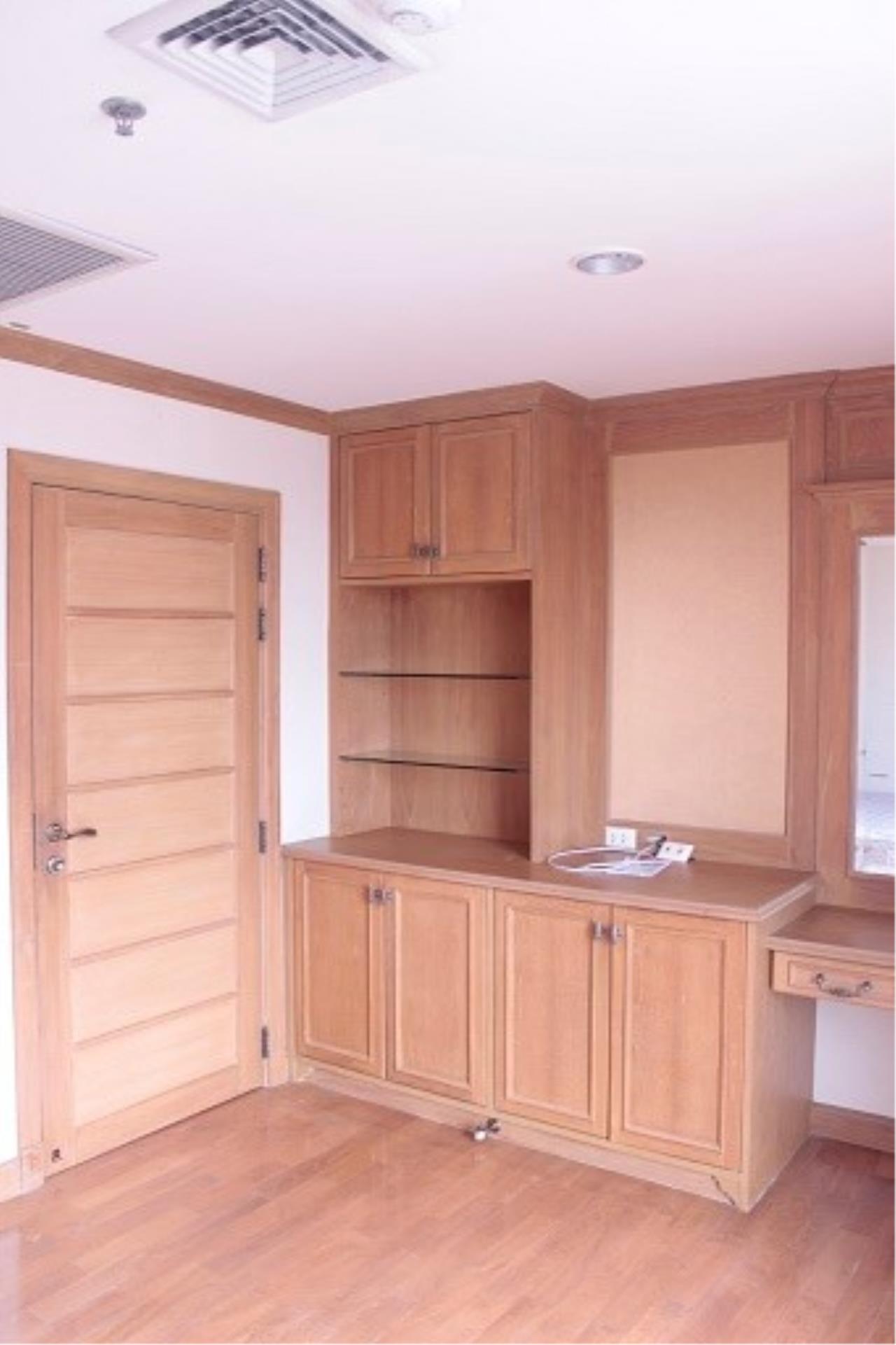 Piri Property Agency's 3 bedrooms Condominium  on 24 floor For Rent 3 9