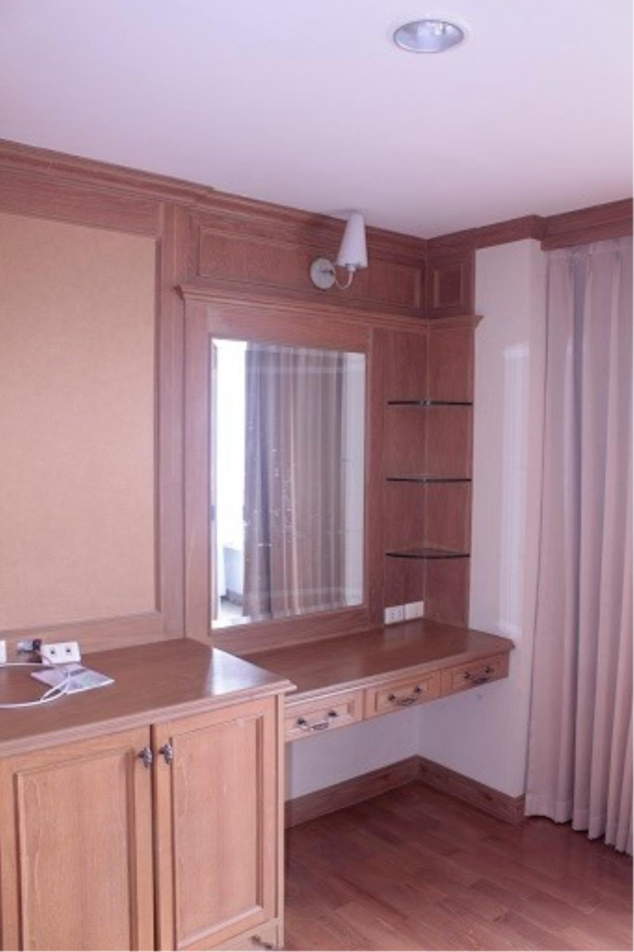 Piri Property Agency's 3 bedrooms Condominium  on 24 floor For Rent 3 8