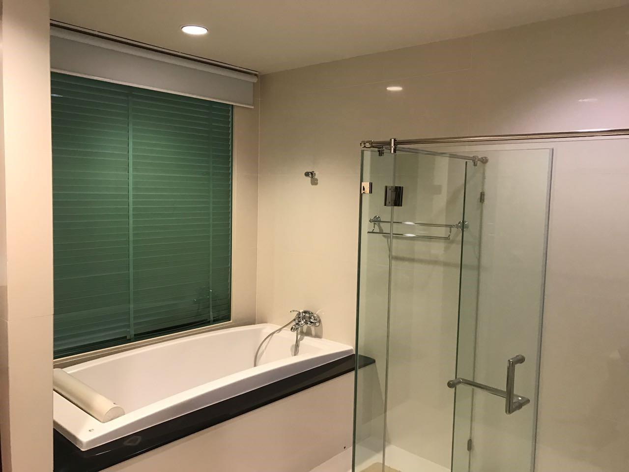 Piri Property Agency's 2 bedrooms Condominium  on 11 (B) floor For Rent 2 20