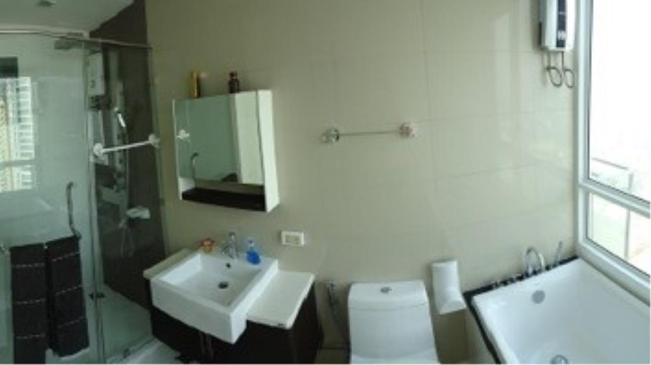 Piri Property Agency's 3 bedrooms Condominium  on 23 floor For Rent 3 6