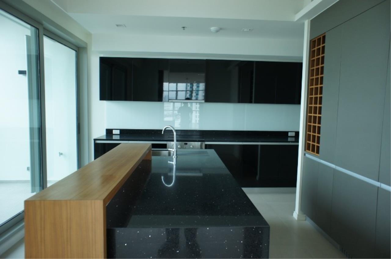 Piri Property Agency's 5 (duplex) bedrooms Condominium  on 17 floor For Sale 5 (duplex) 2