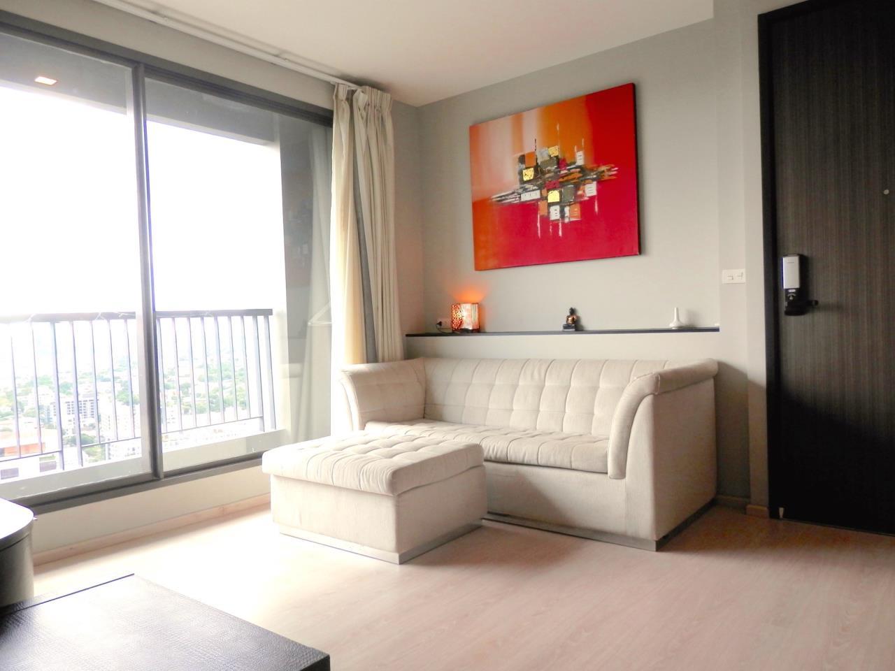 Piri Property Agency's 2 bedrooms Condominium  on 28 floor For Rent 2 4