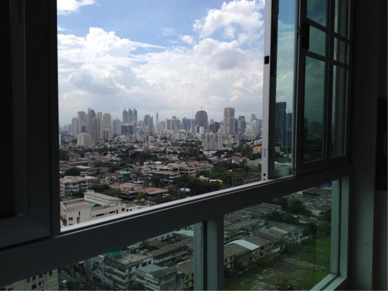 Piri Property Agency's Exclusive small Condo unit next to Bangkok University 10