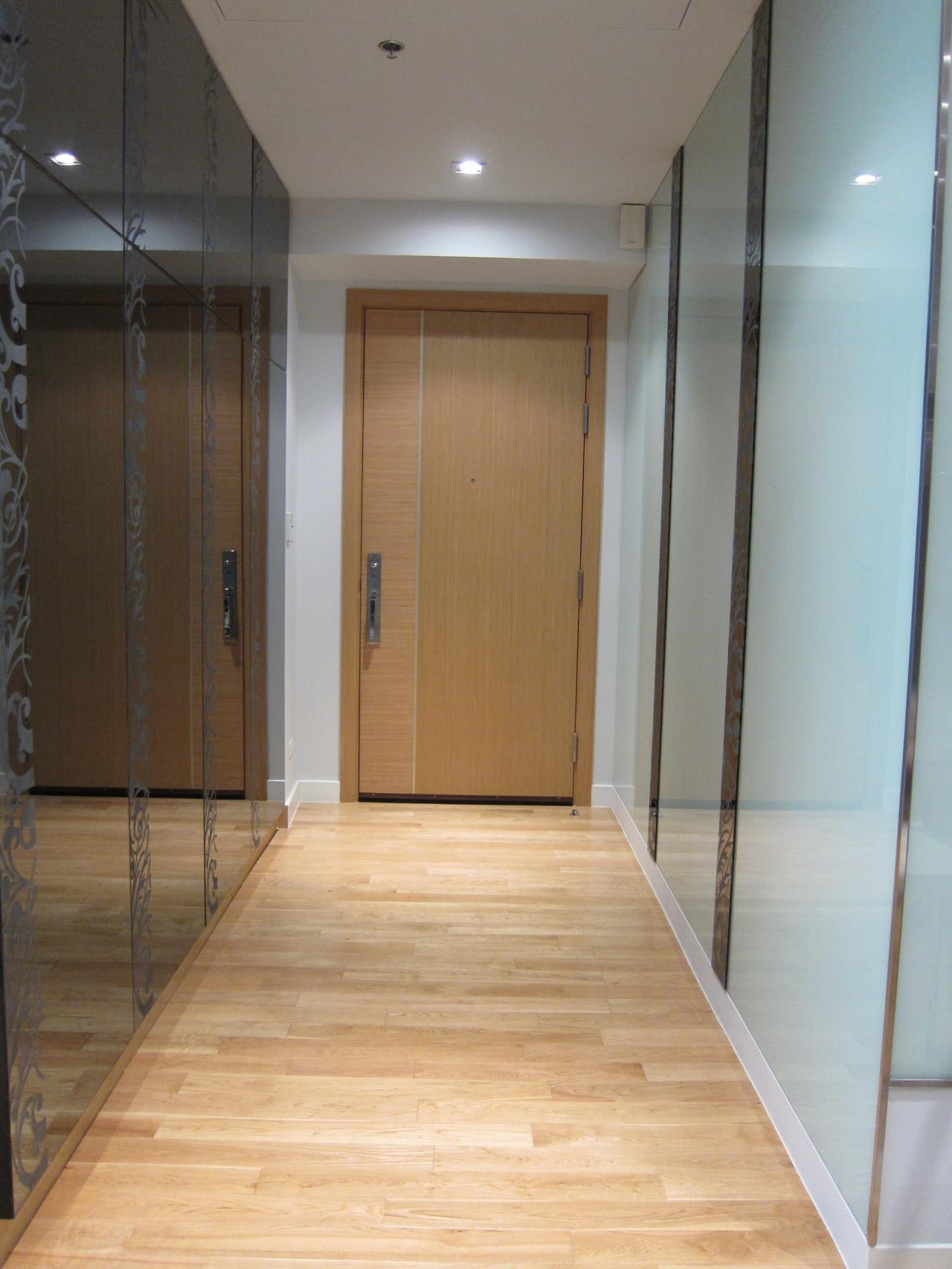 Piri Property Agency's 2 bedrooms Condominium  on tower B floor For Rent 2 3