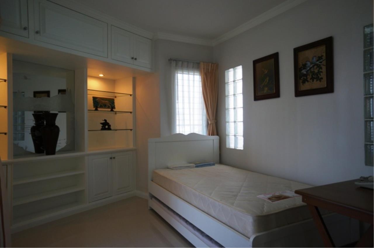 Piri Property Agency's 3 bedrooms Condominium  on 11 floor For Rent 3 6