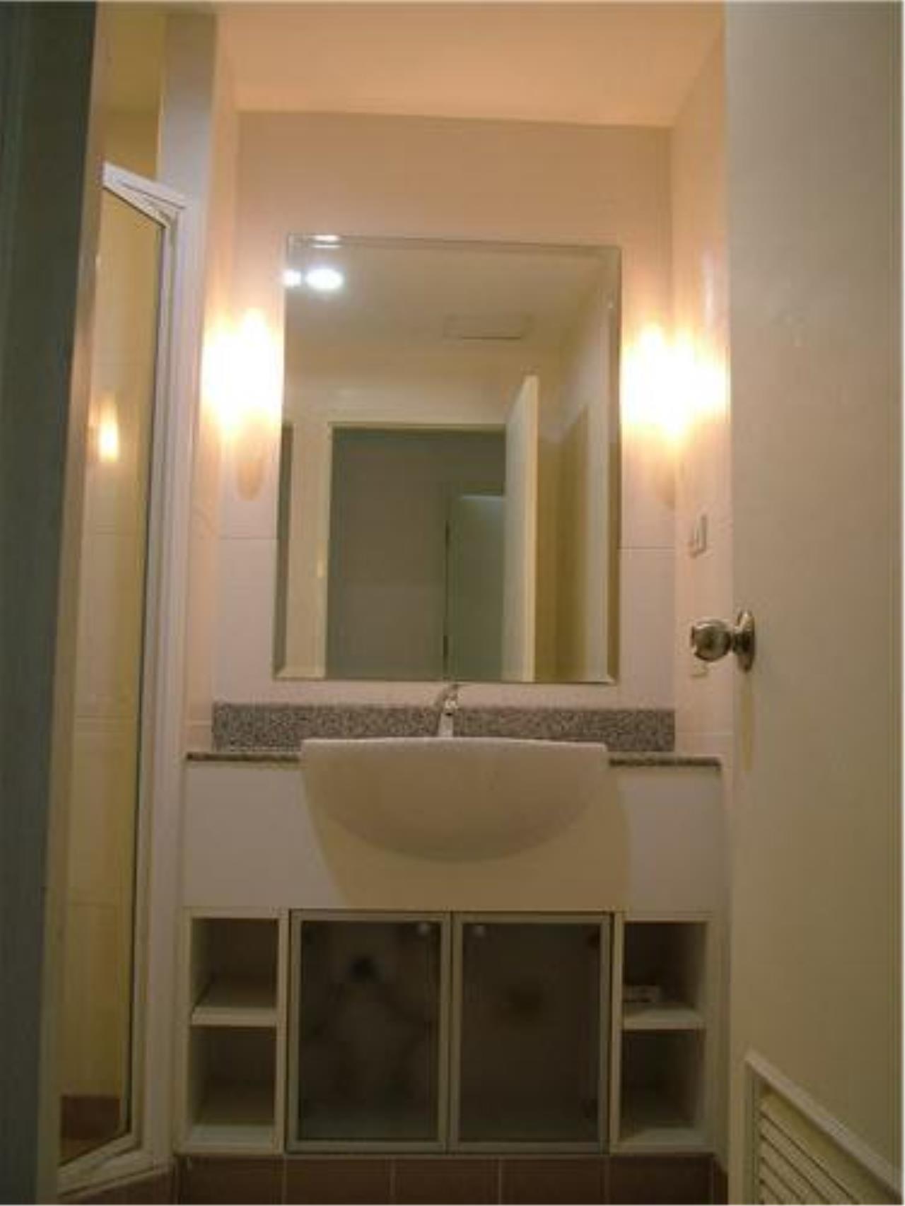 Piri Property Agency's 3 bedrooms Condominium  For Rent 3 7