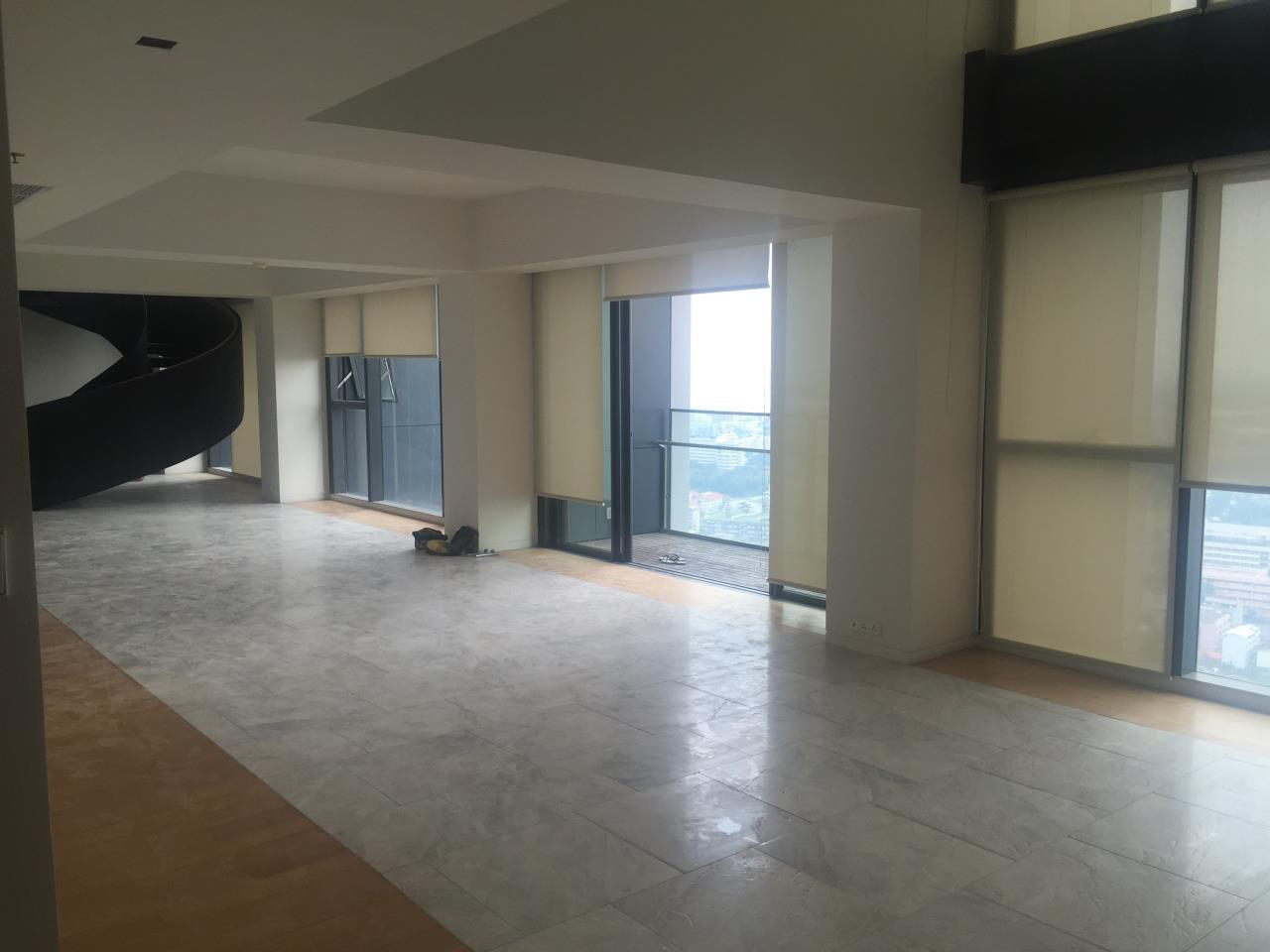 Piri Property Agency's 4 bedrooms Condominium  on 35th floor For Rent 4 2