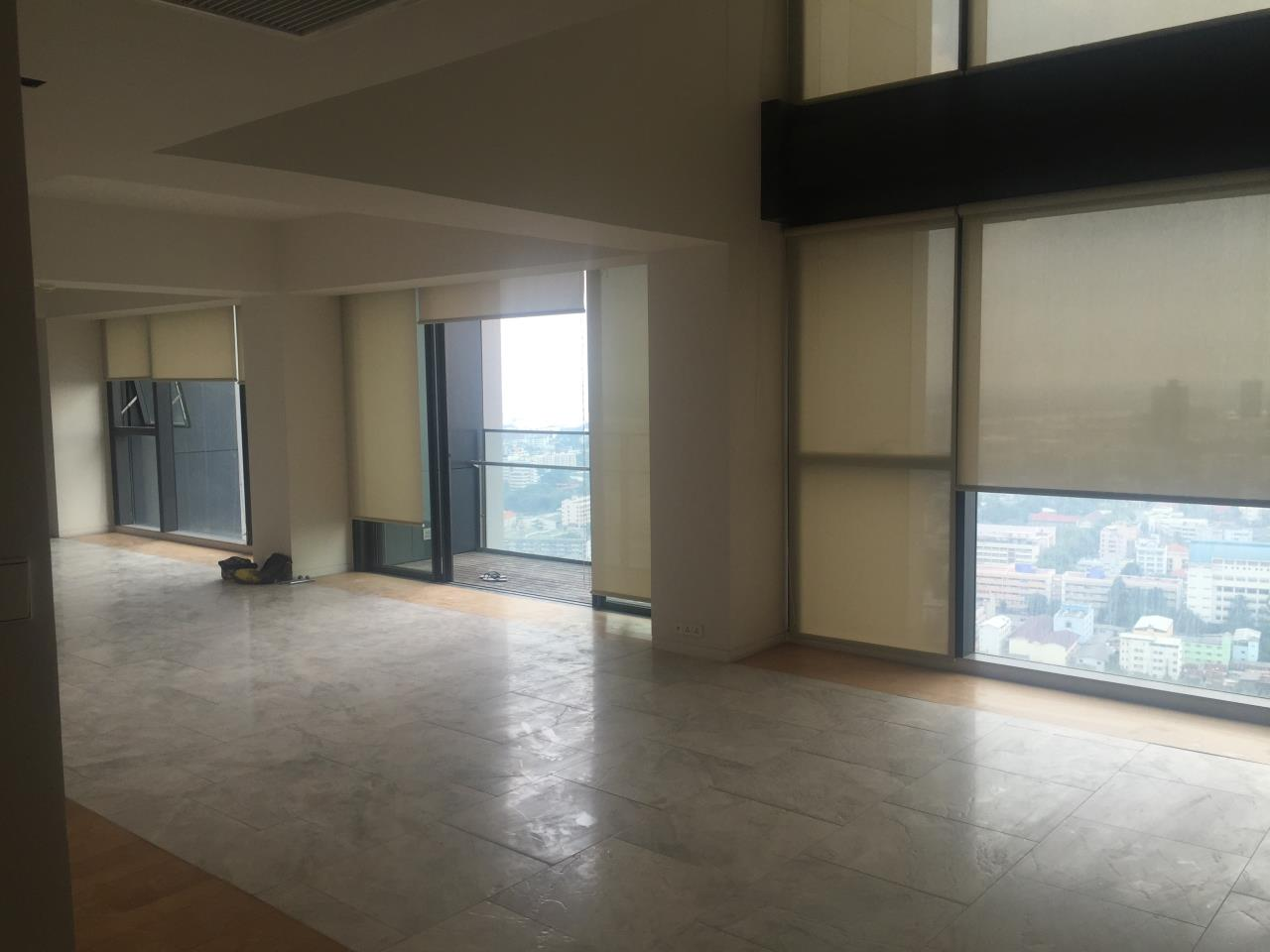 Piri Property Agency's 4 bedrooms Condominium  on 35th floor For Rent 4 3