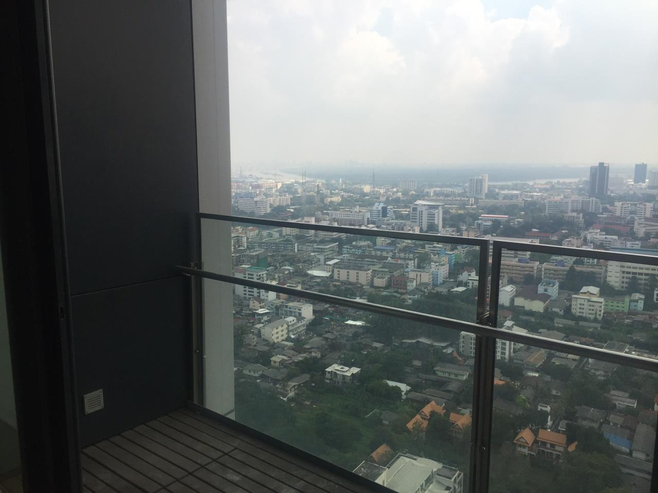 Piri Property Agency's 4 bedrooms Condominium  on 35th floor For Rent 4 5