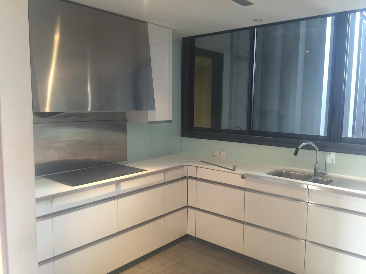 Piri Property Agency's 4 bedrooms Condominium  on 35th floor For Rent 4 6