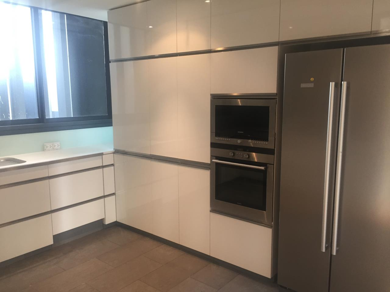 Piri Property Agency's 4 bedrooms Condominium  on 35th floor For Rent 4 7