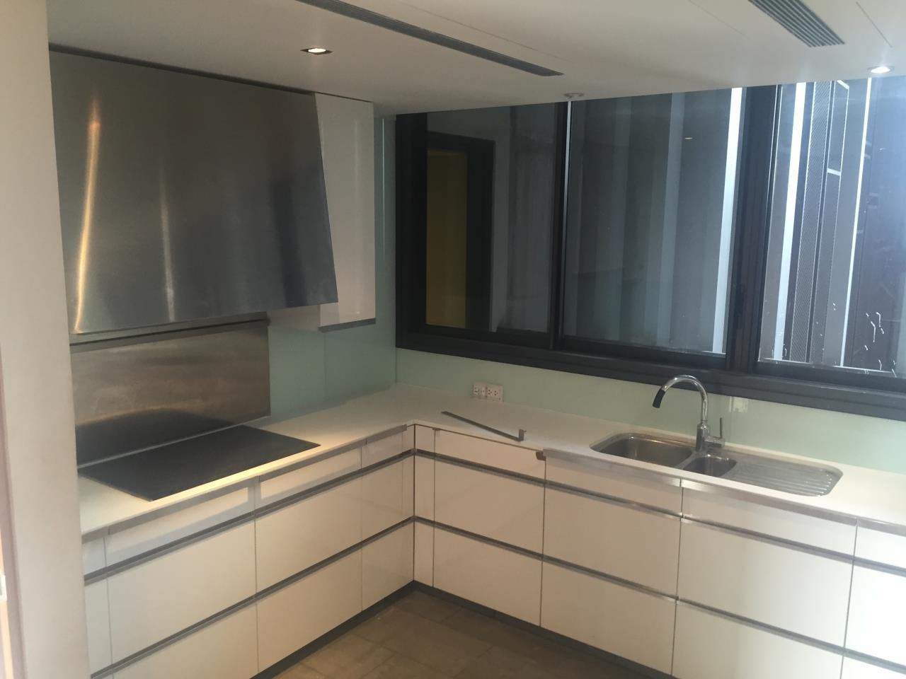 Piri Property Agency's 4 bedrooms Condominium  on 35th floor For Rent 4 8