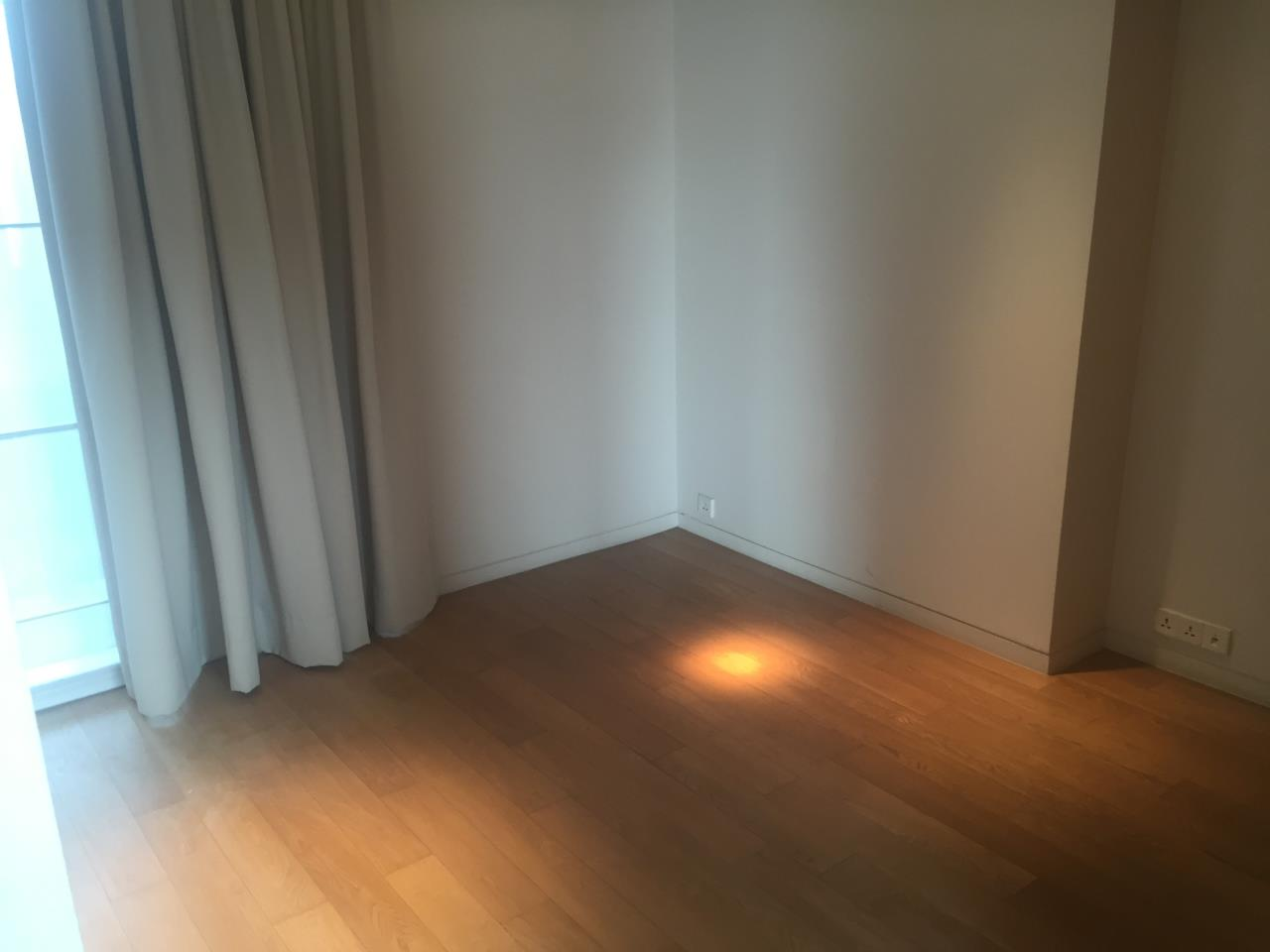 Piri Property Agency's 4 bedrooms Condominium  on 35th floor For Rent 4 9