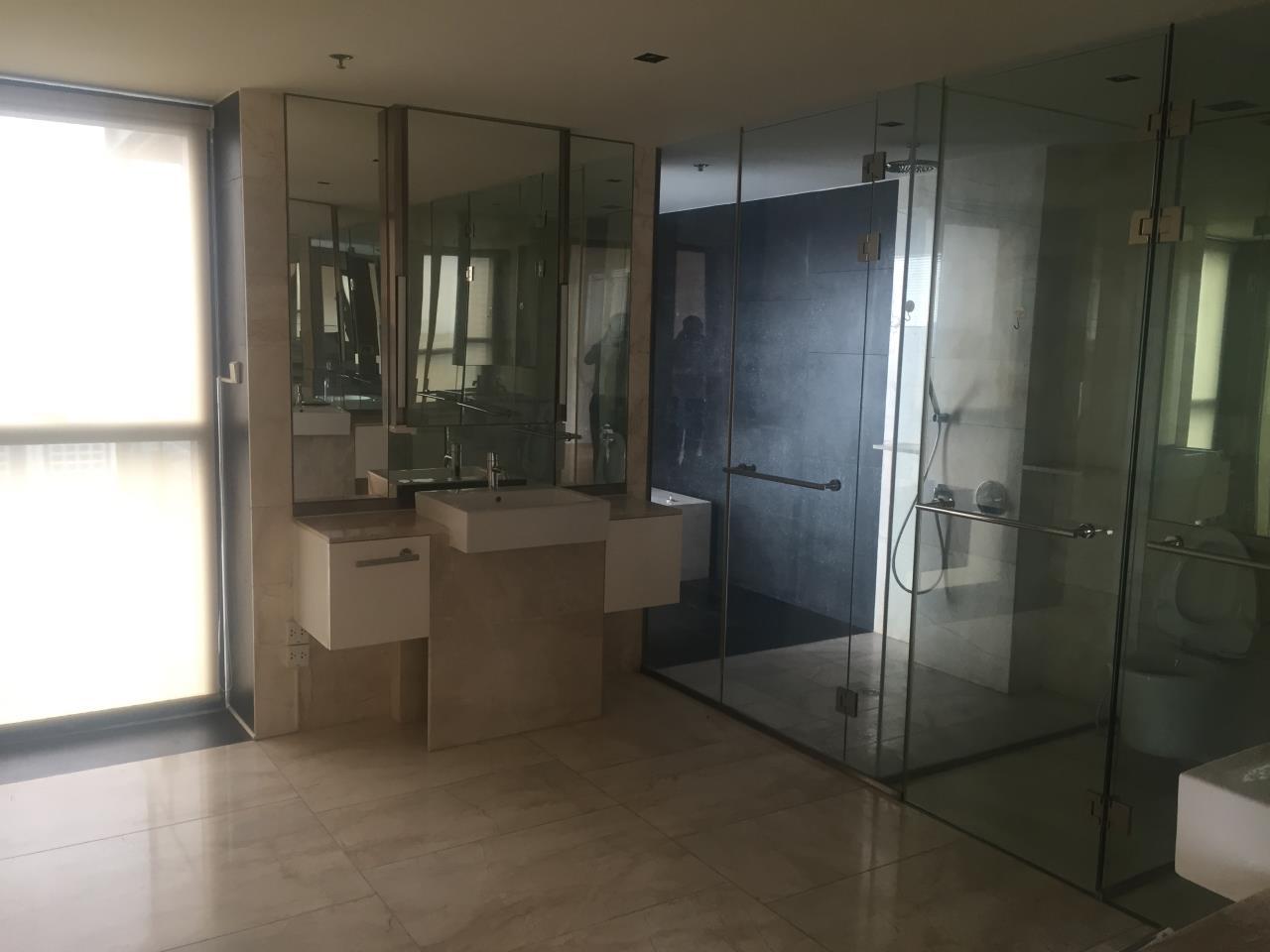 Piri Property Agency's 4 bedrooms Condominium  on 35th floor For Rent 4 13