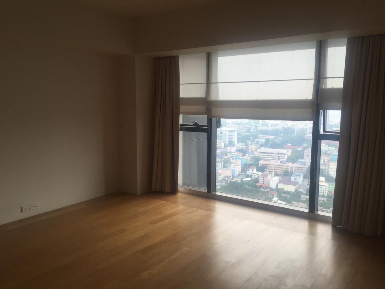 Piri Property Agency's 4 bedrooms Condominium  on 35th floor For Rent 4 17