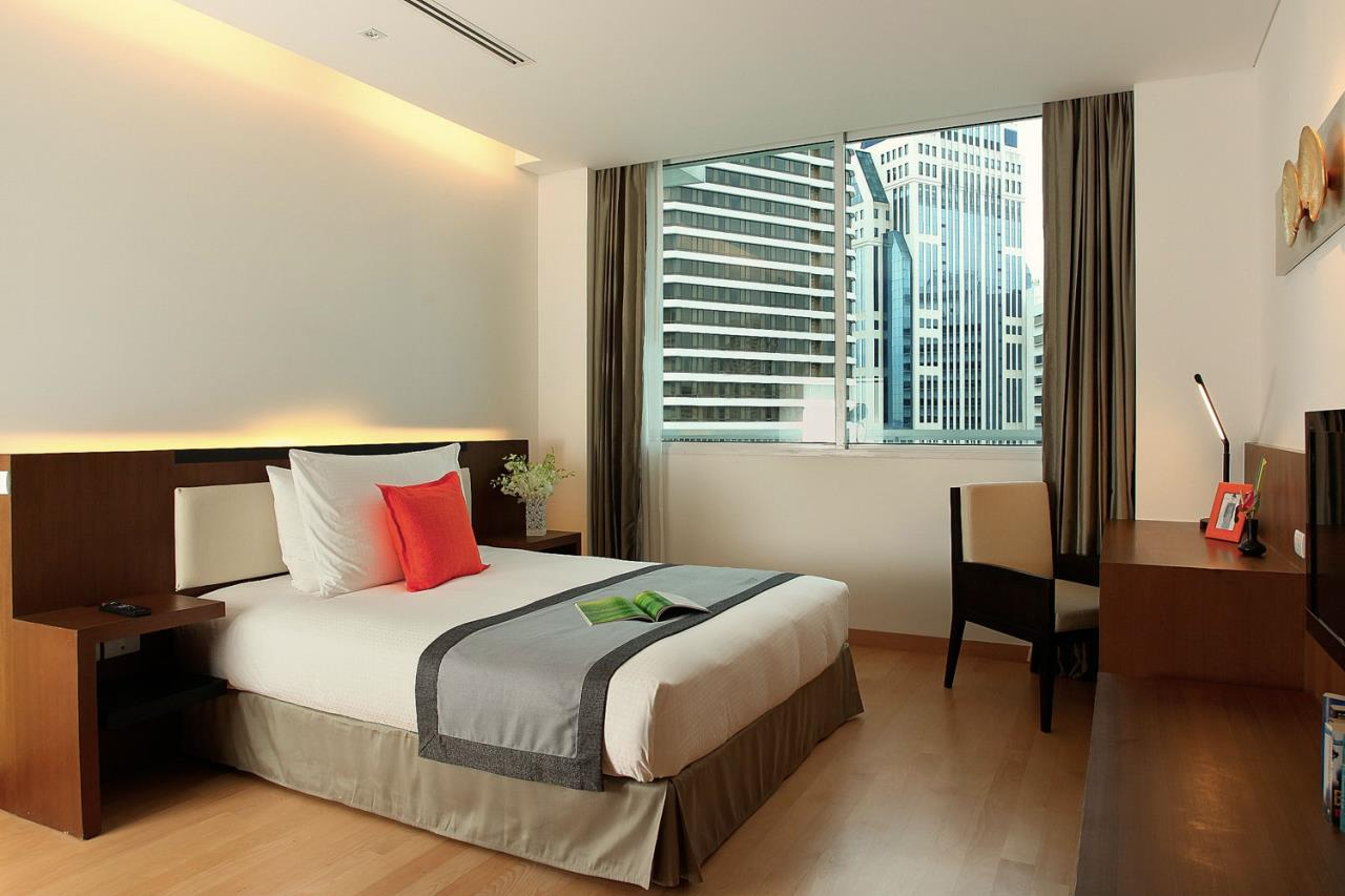 Piri Property Agency's 3 bedrooms Condominium  For Rent 3 9