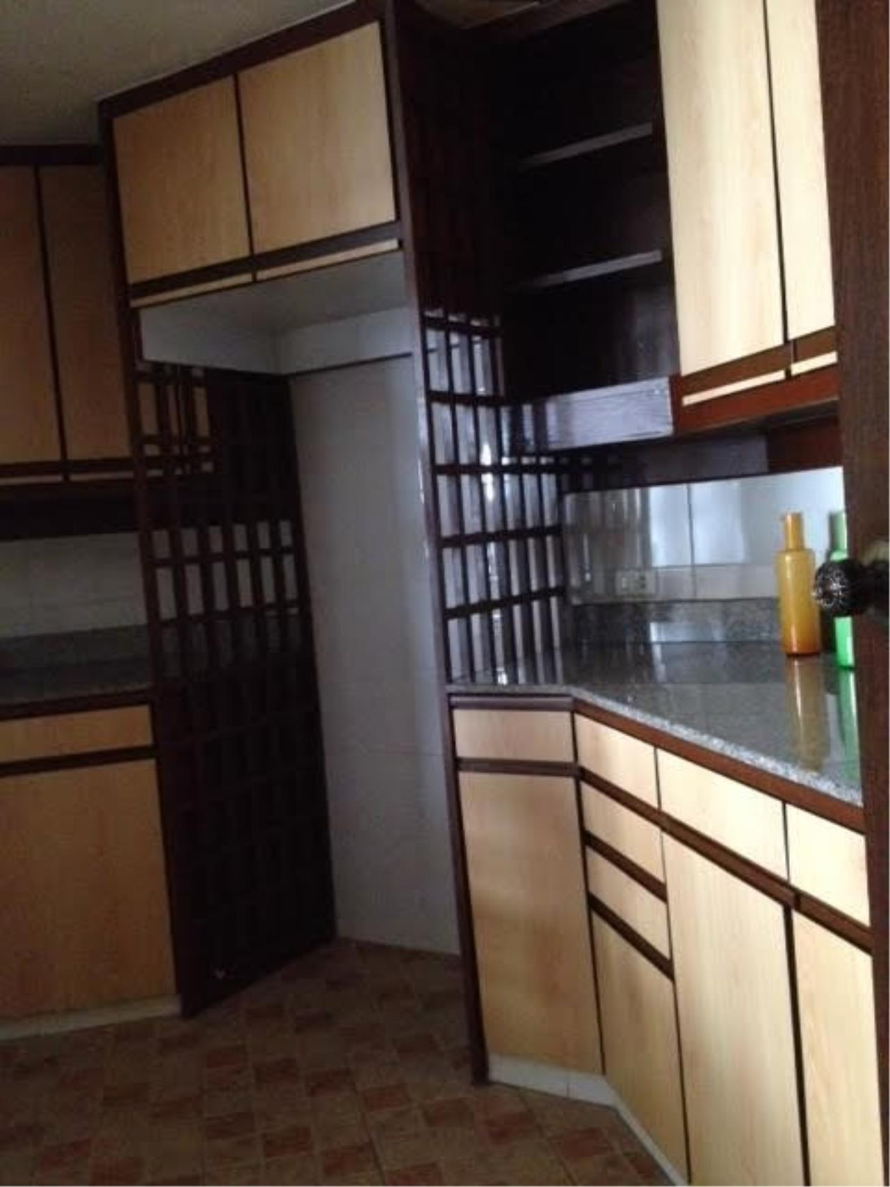 Piri Property Agency's 3 bedrooms Condominium  For Rent 3 4