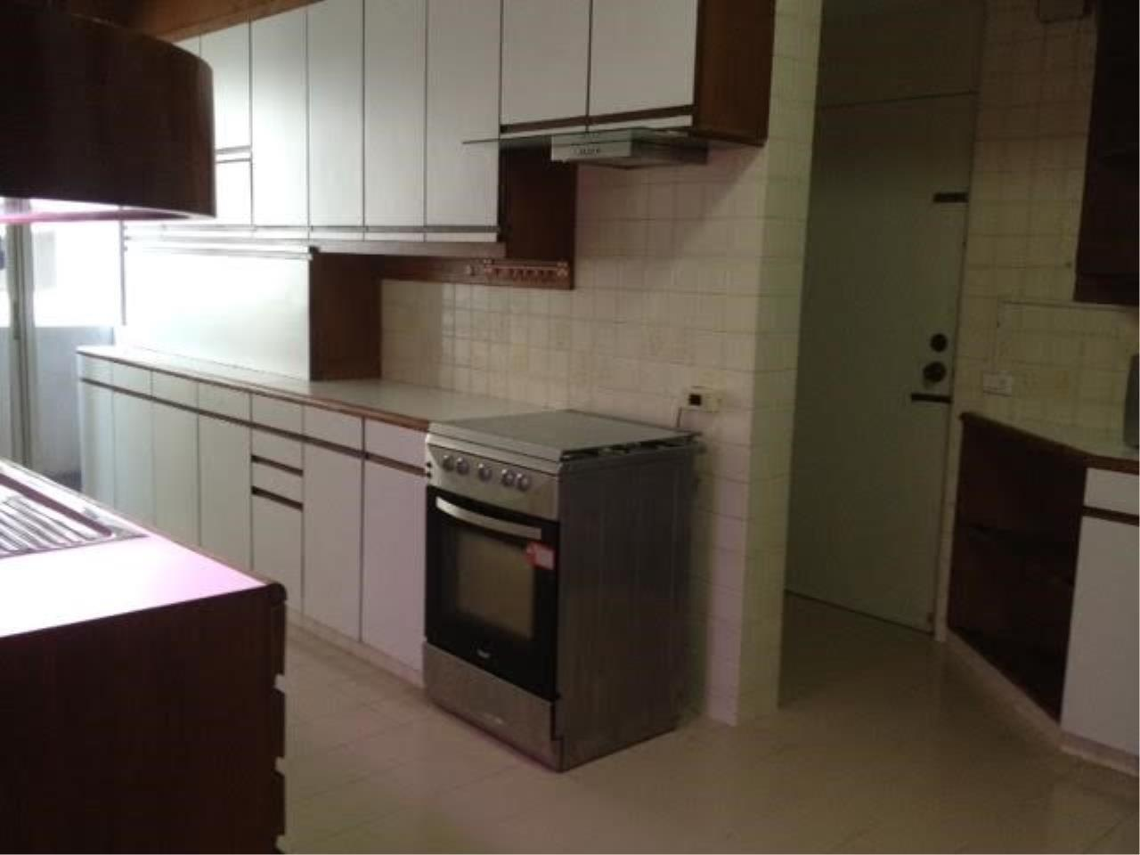 Piri Property Agency's 3 bedrooms Condominium  For Rent 3 8