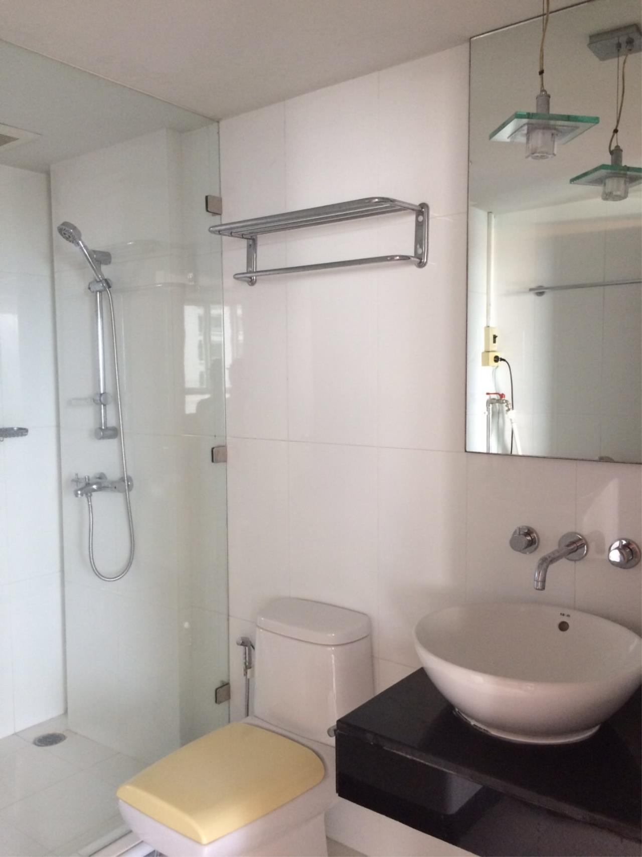 Piri Property Agency's 2 bedrooms Condominium  on 18 floor For Rent 2 4