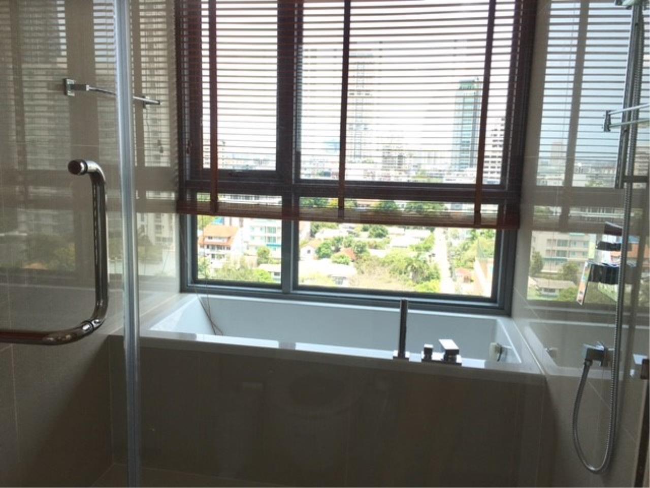 Piri Property Agency's 2 bedrooms Condominium  on 14 floor For Rent 2 4