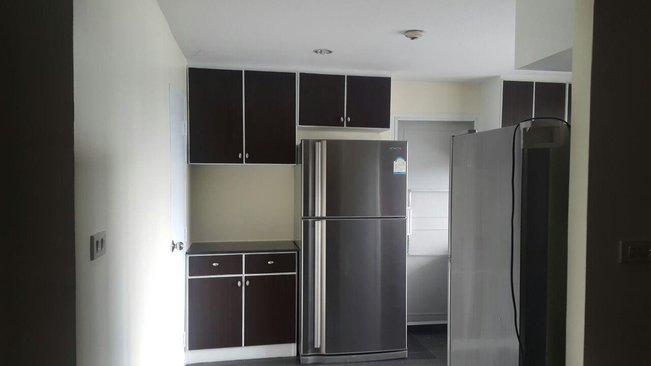 Piri Property Agency's 3 bedrooms Condominium  on 28 floor For Rent 3 2