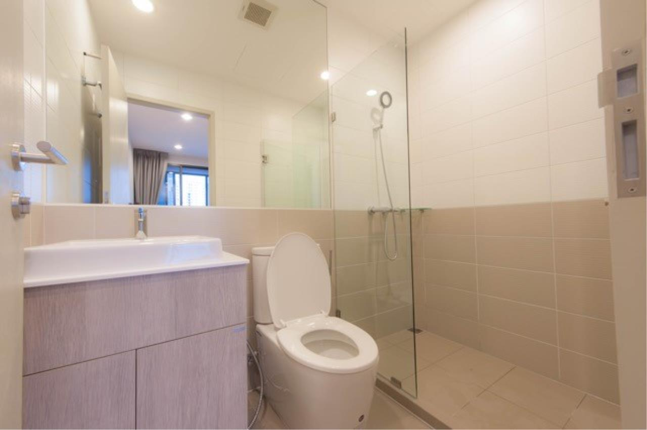 Piri Property Agency's 2 bedrooms Condominium  on 19 floor For Rent 2 3