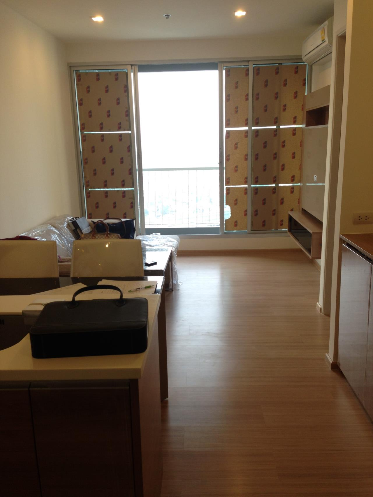 Piri Property Agency's one bedroom Condominium  on 31 floor For Rent 1 7