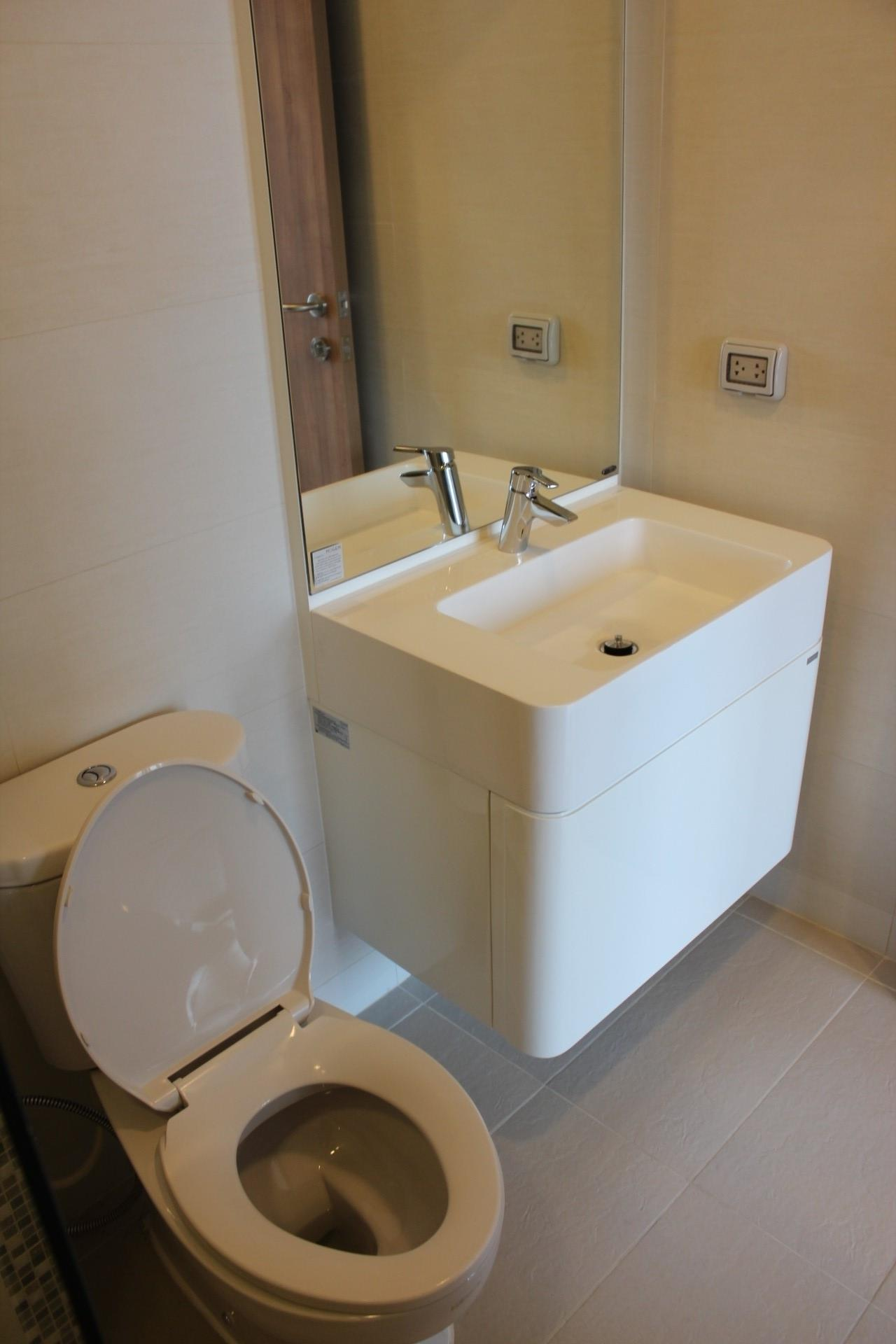 Piri Property Agency's one bedroom Condominium  on 25 floor For Sale 1 2