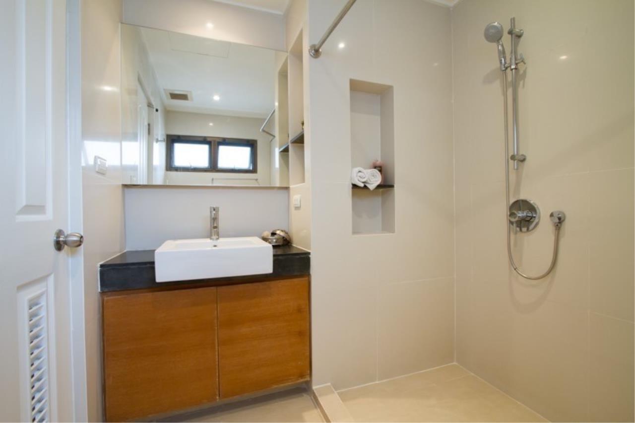 Piri Property Agency's 3 bedrooms Condominium  For Rent 3 8