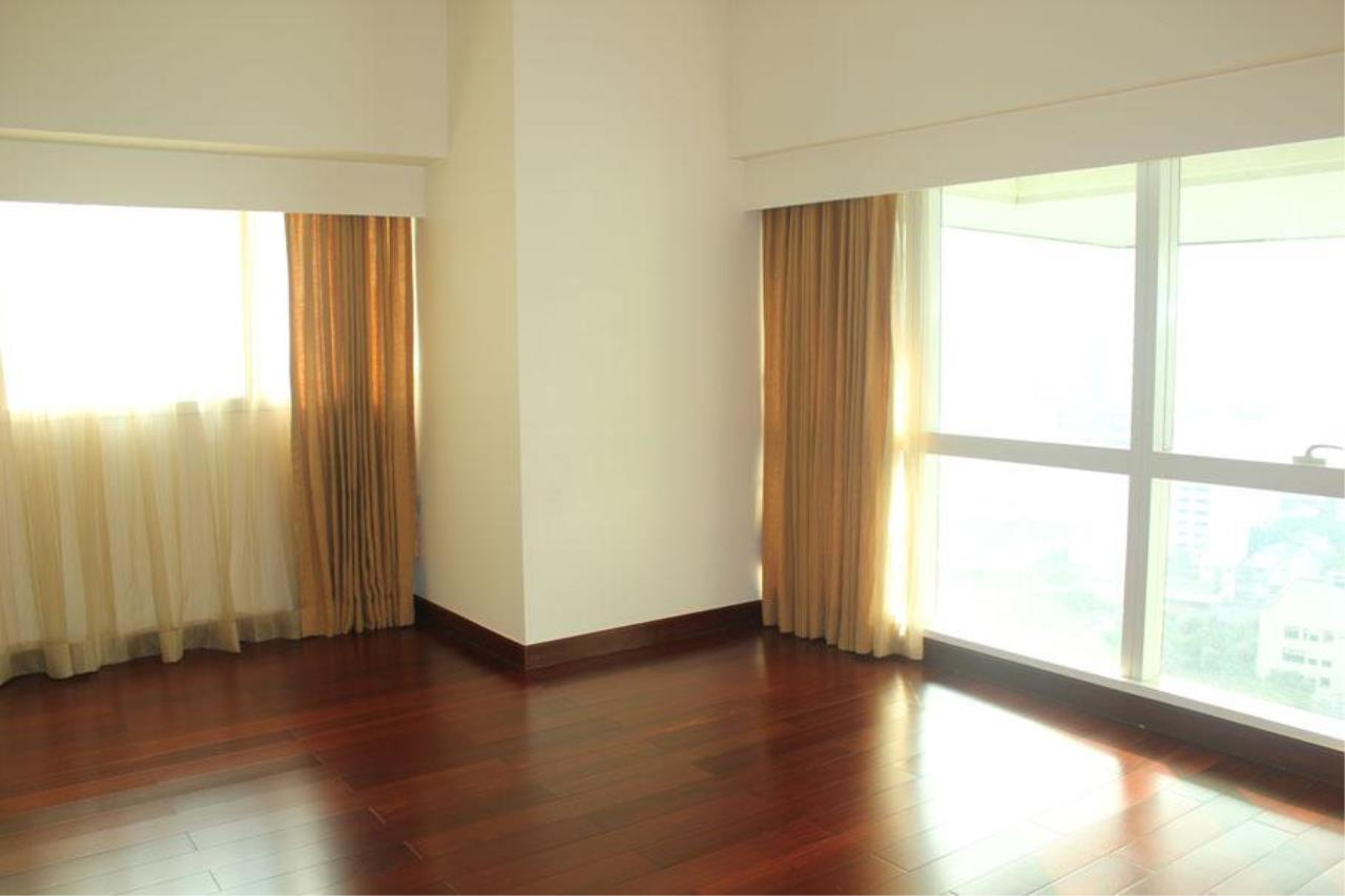 Piri Property Agency's 3 bedrooms Condominium  For Rent 3 3